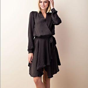 Dresses & Skirts - Beautiful open back dress
